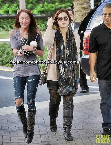 Miley Cyrus and Demi Lovato MANIP